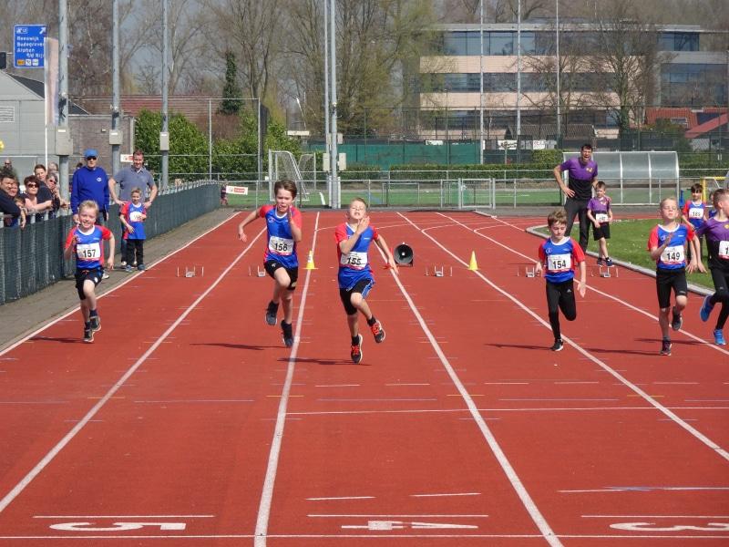 Atleten Sportclub Reeuwijk openen baanseizoen