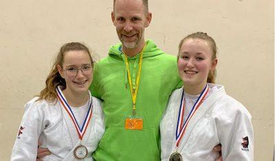 Caitlin Binnendijk en Indy Spits door naar NK judo
