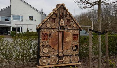 Twee nieuwe bijenhotels in Reeuwijk-Brug