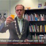 Burgemeester: Om 16.00 uur gaan we een toost uitbrengen op onze Majesteit