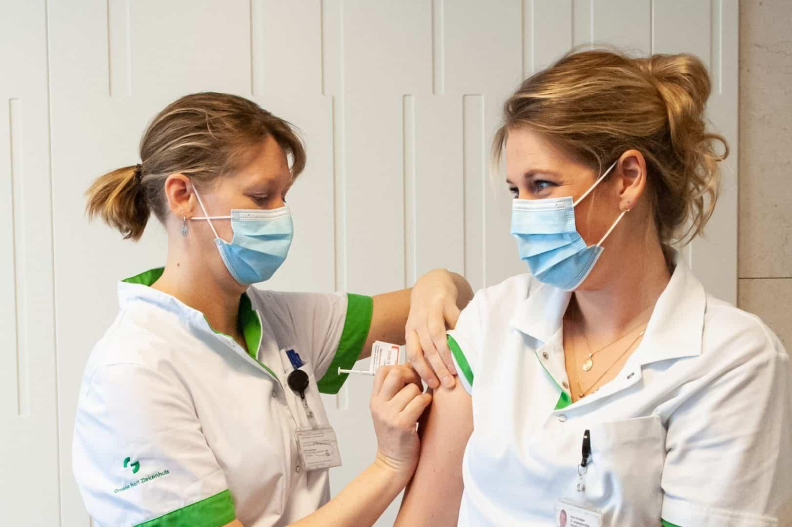 Eerste vaccinatie tegen coronavirus in Groene Hart ziekenhuis