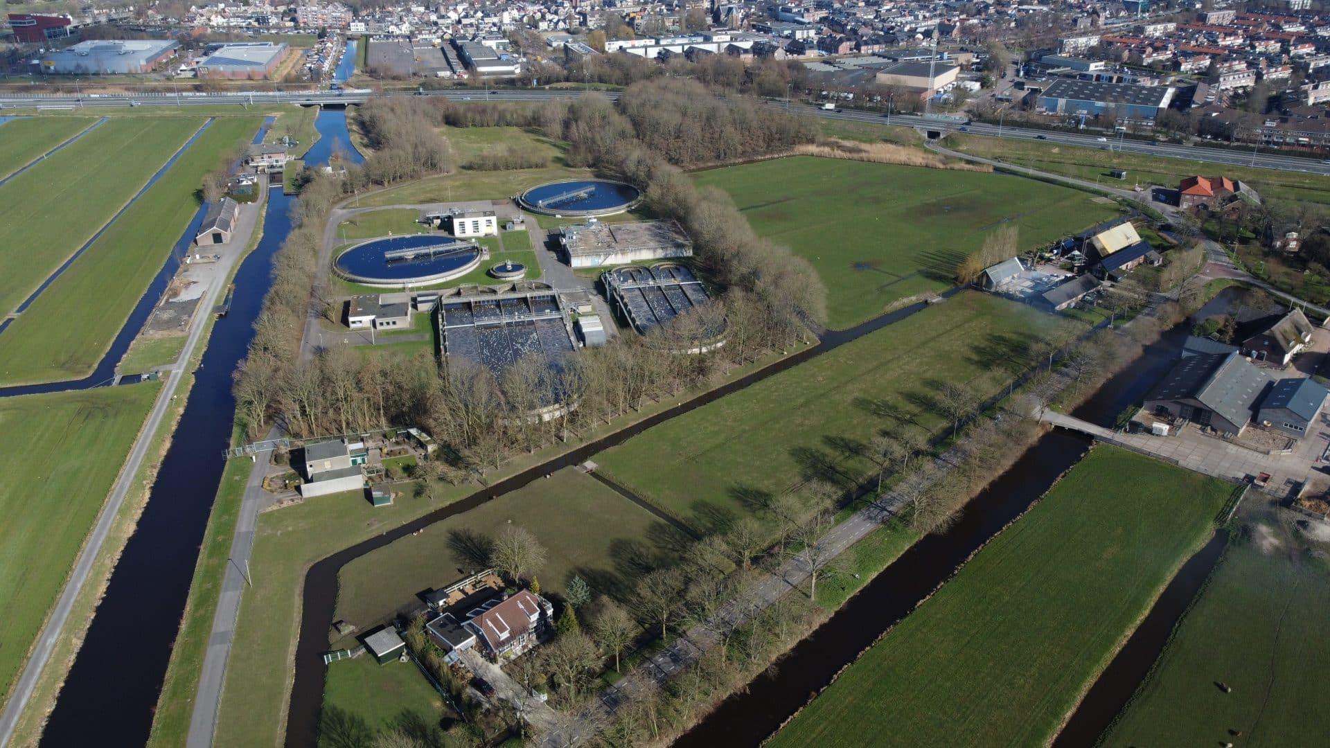 Rijnland wil zonneweide bij waterzuivering aanleggen