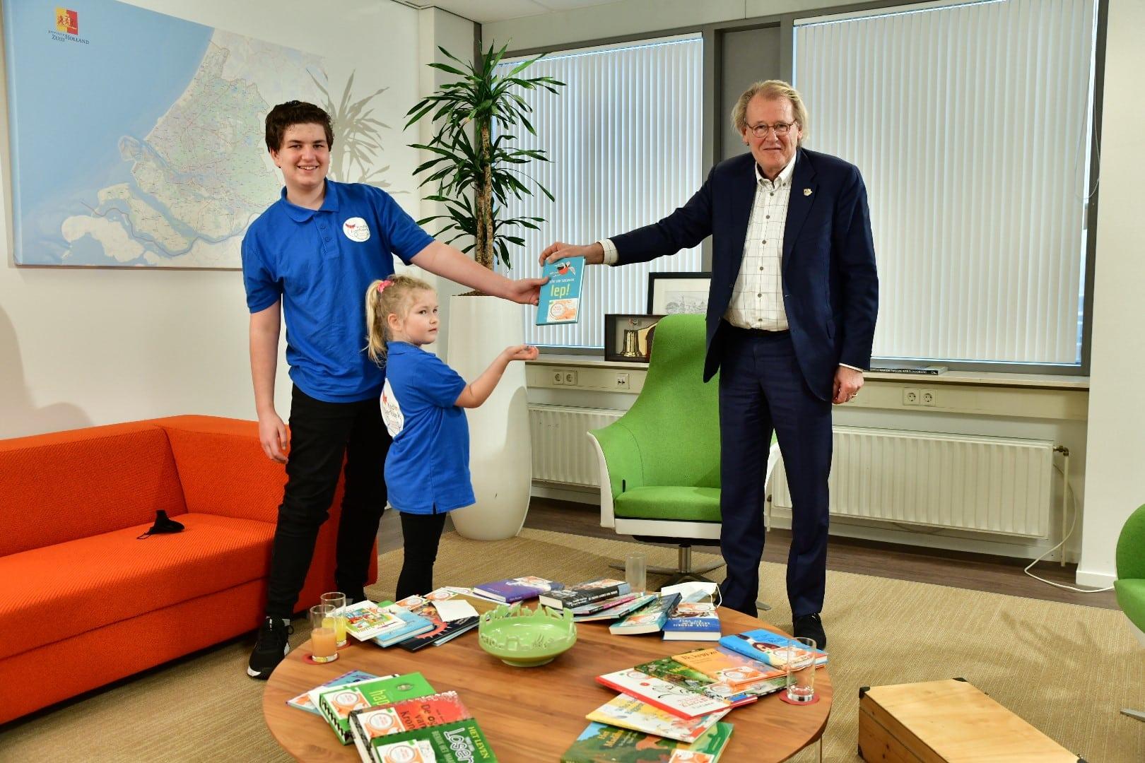 Commissaris Jaap Smit steunt actie kinderzwerfboeken