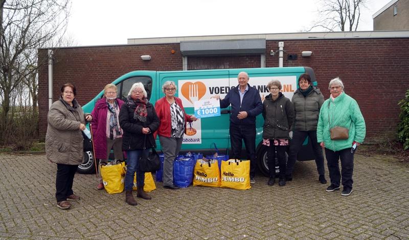 'Klusclub De Breevaart' doneert de Voedselbank in Bodegraven € 1000,--