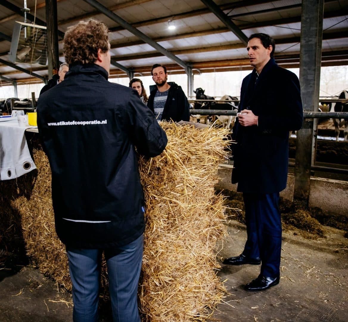 Wopke Hoekstra bezoekt agrariërs in de Meije