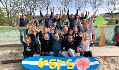 VSTS-jeugd beachvolleybalt buiten